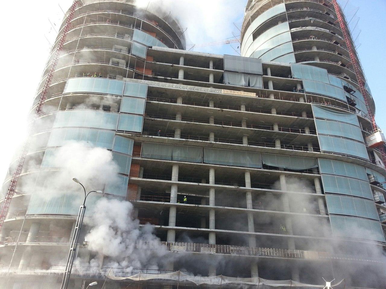 В Красногорске загорелся строящийся бизнес-центр
