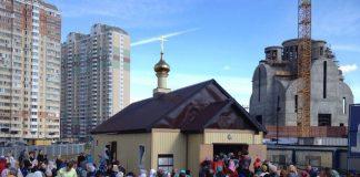 Богослужение и освящение куличей в Великую Субботу и Пасху в Никольском храме в Павшинской пойме