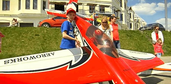 Интерактивная выставка самолетов прошла в Павшинской пойме