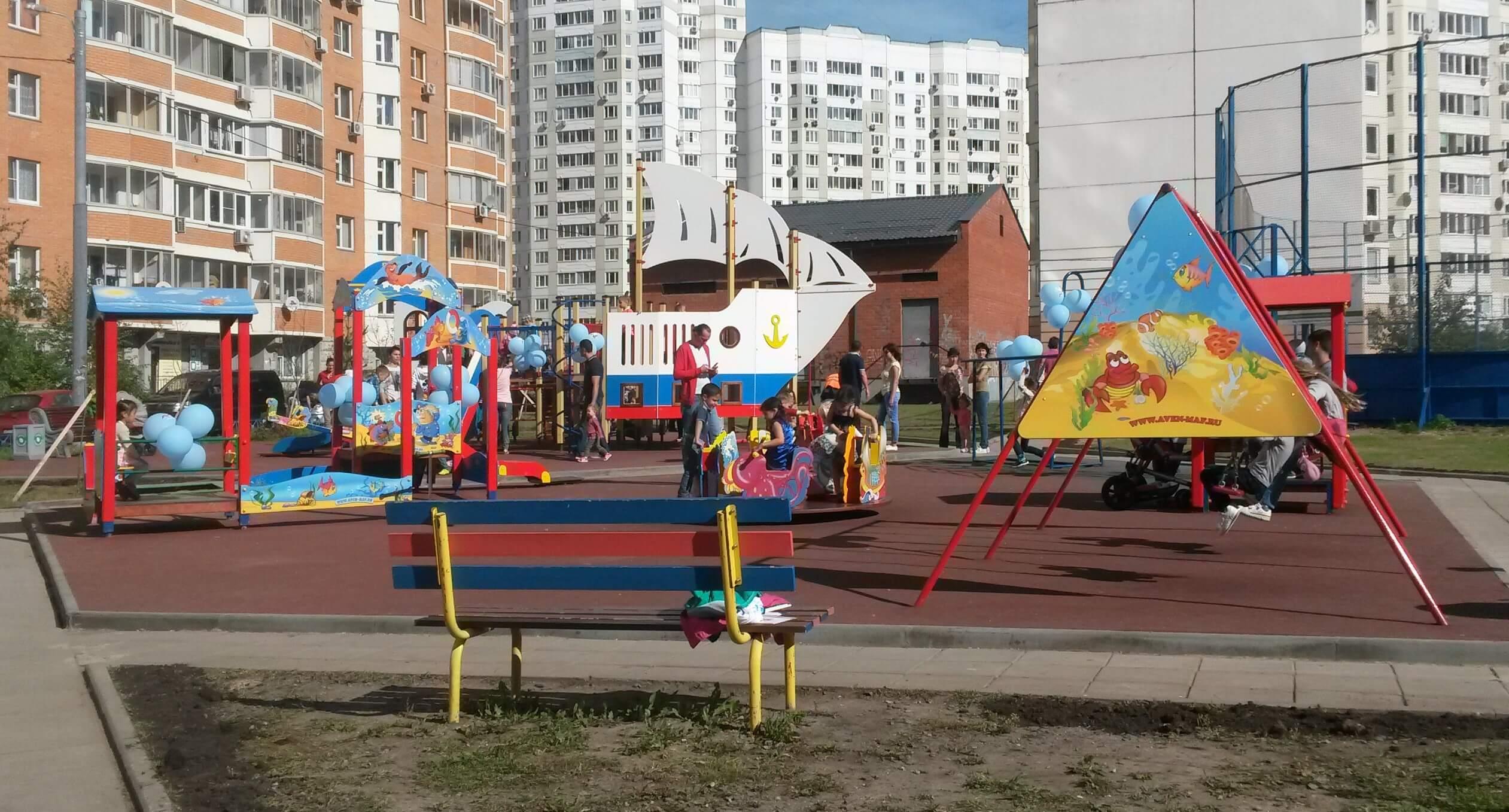 Около 80 детских и спортплощадок без документов выявили в Павшинской Пойме