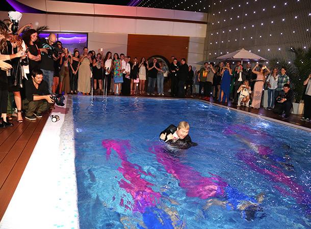 Открытие бассейна на крыше ТЦ Vegas