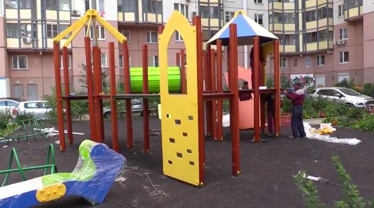 Строительство новой детской и спортивной площадки в Павшинской пойме