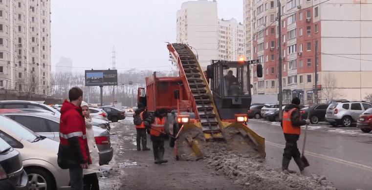 В Павшинской пойме ведется очистка улиц от снега в усиленном режиме