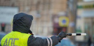 """Заместитель гендиректора """"Снежком"""" перегородил дорогу жителям ЖК ART"""