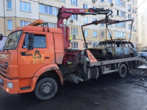 С улиц Павшинской поймы начали вывоз автохлама