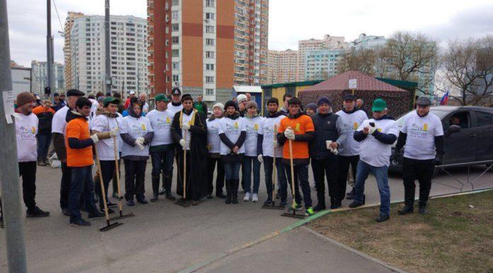Радий Хабиров посетил субботник в Павшинской пойме