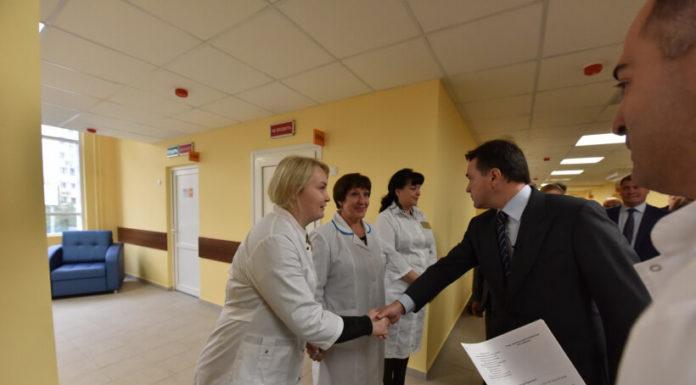 Губернатор осмотрел новую поликлинику в Павшинской пойме