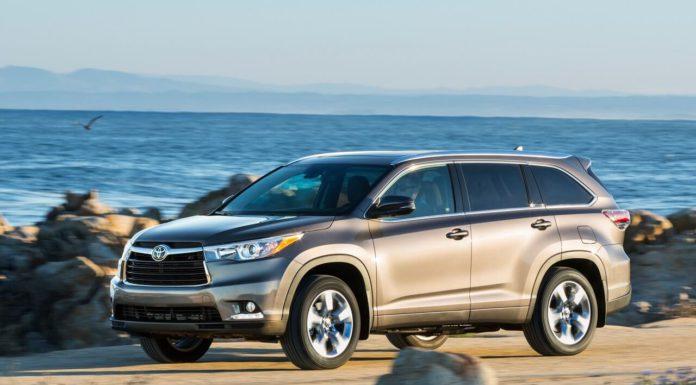 Внедорожник Toyota Highlander за 2,1 млн руб угнали у жителя Павшинской поймы