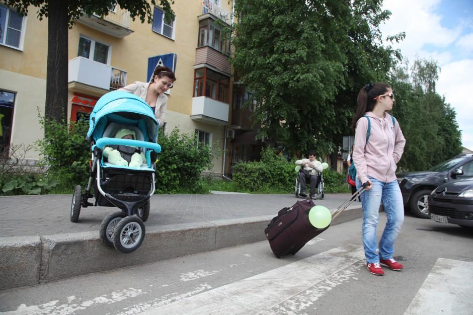 Павшинская пойма становится удобнее для людей с колясками и на колясках